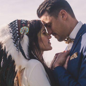 Noeud papillon jaune moutarde d'un mariage amérindien en hiver